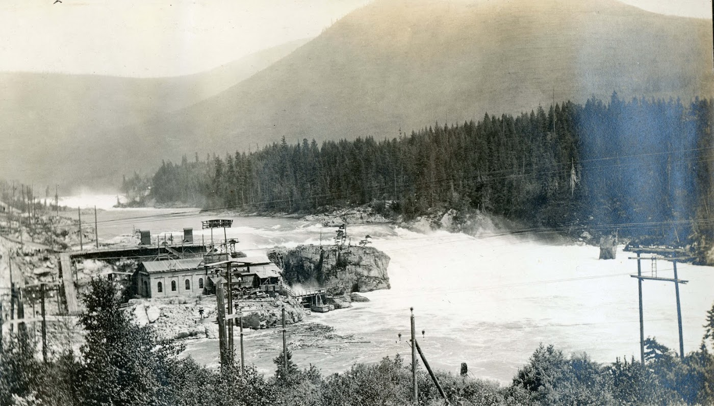 1897-1898:Plant No. 1 is Built - The Lower Bonnington plant, known as Plant No. 1, is built on the Kootenay River. Sir Ross chooses the name 'Bonnington' for the falls and dam the same way he would choose many dam names: after a place he enjoyed visiting in the Scottish countryside as a younger man.Photo 2337.0150: The Lower Bonnington Falls Dam, c.1900.