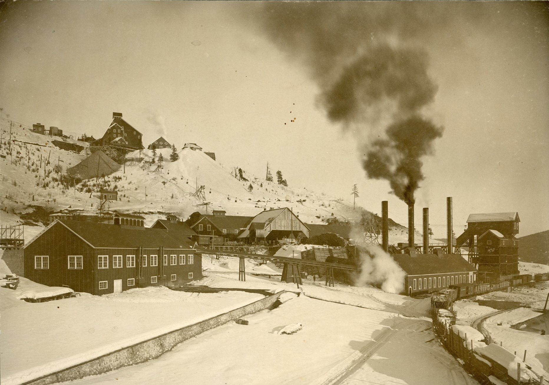 Photo 2304.0002: The workings of the Black Bear mine, with the Le Roi visible in the background circa 1897. This is now the site of the Rossland Museum & Discovery Centre's upper bench.