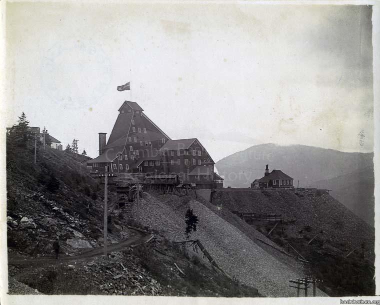 Photo 2305.0010: The Le Roi Mine Shaft House, c.1904.