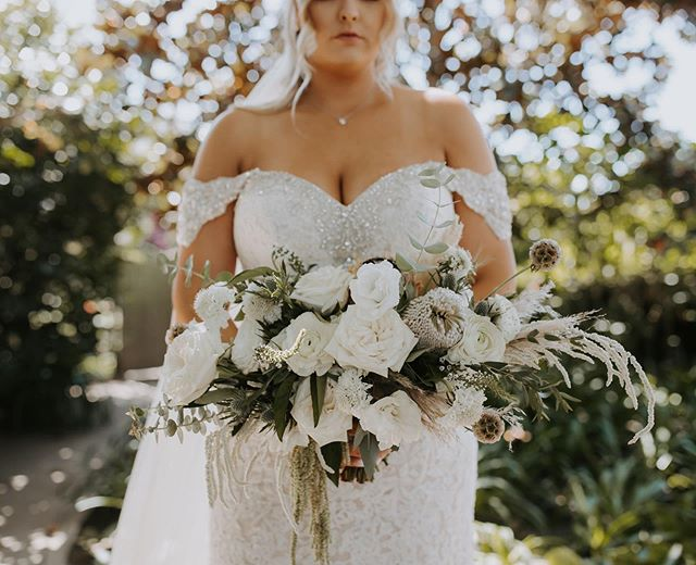 Her glam dress, the way the amaranthus drips from the bottom of the bouquet, the MASSIVE roses, this stunning outdoor ranch, etc, etc, etc. I'm in love. Thank you @meganblayne for letting us share in your vision.