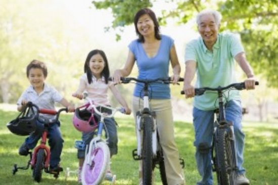 Family+riding+bikes.jpg