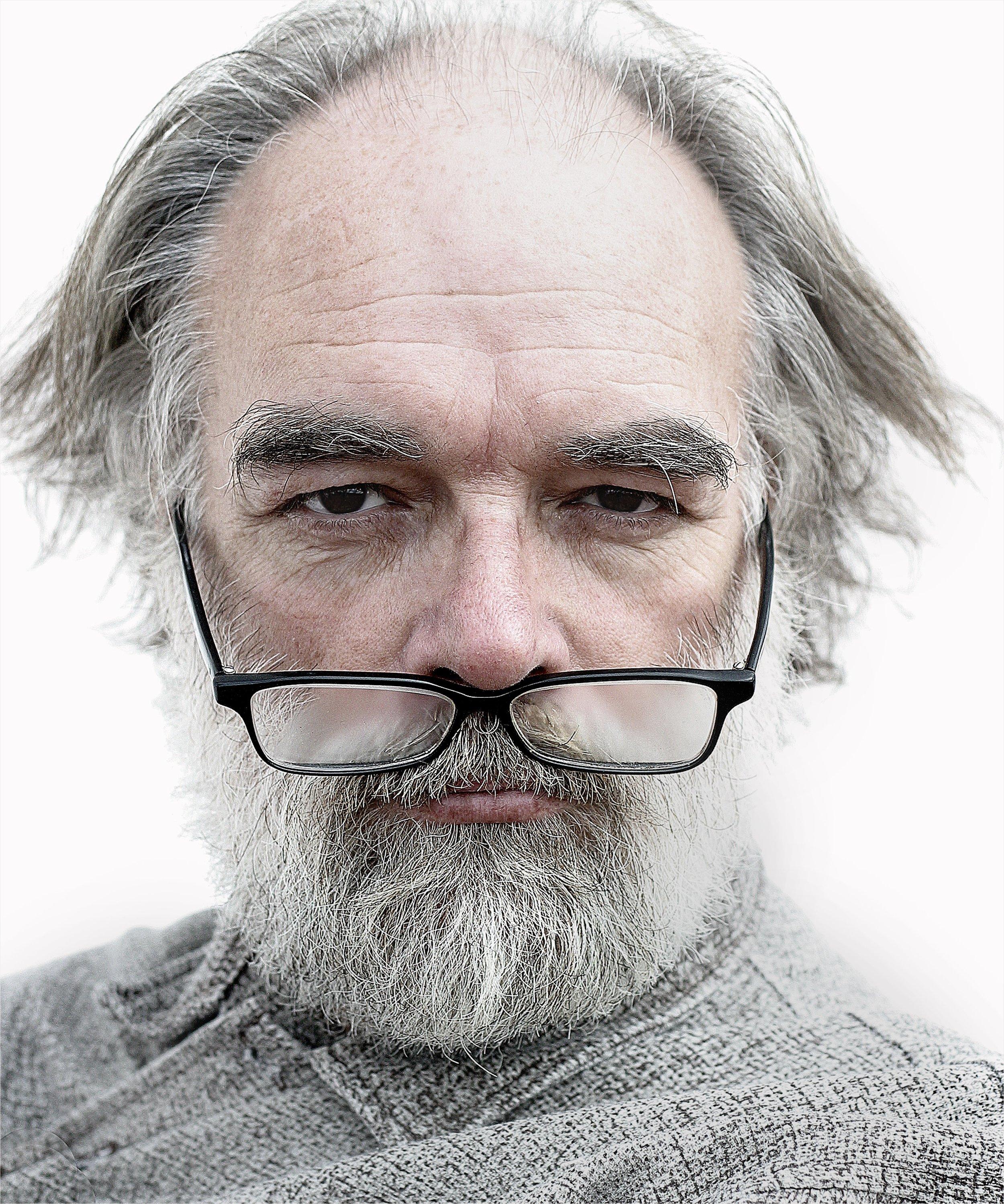 artist-elderly-glasses-25758.jpg