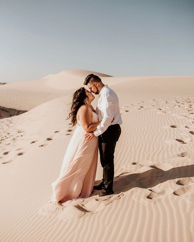 A hiking-up-a-sand-dune-for-the-coolest-photos kind of love🙋🏻‍♀️