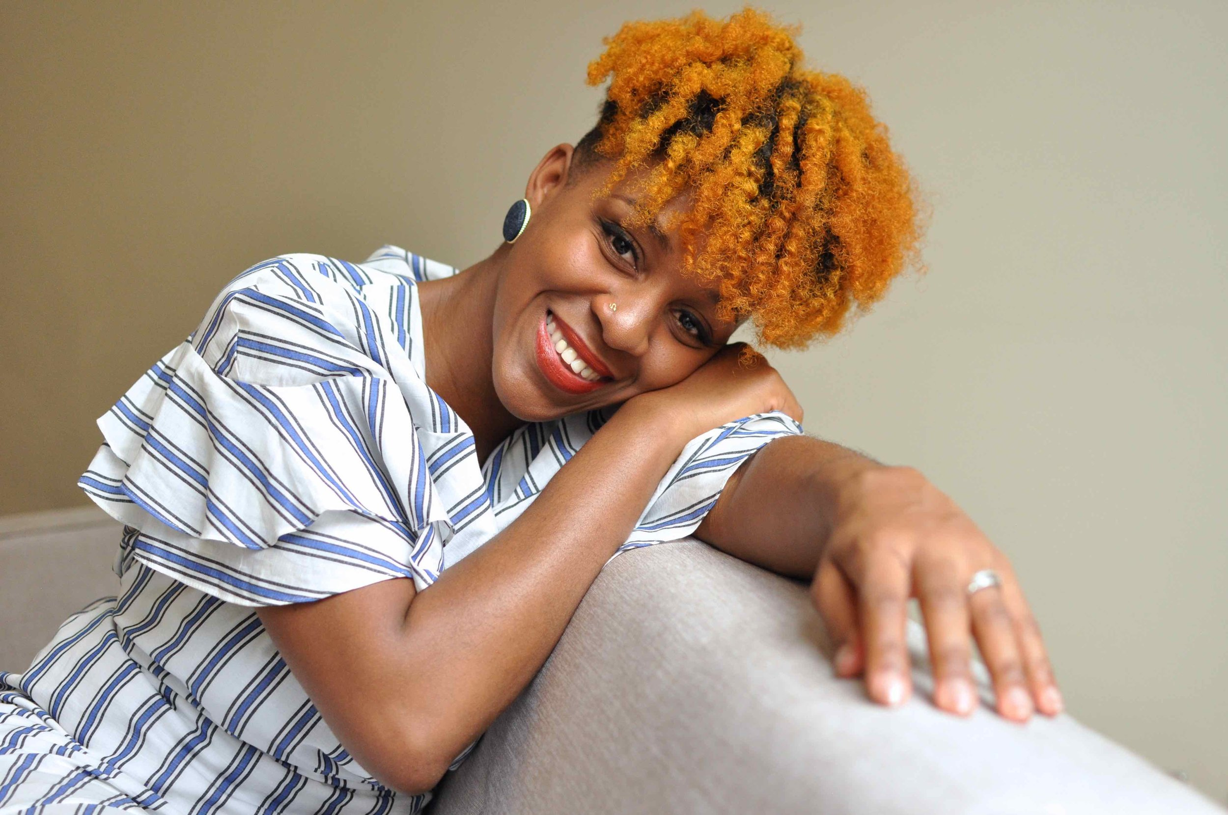 Hair Style orange, Cheveux crépus colorés Maquillage naturel : teint, cernes et imperfections
