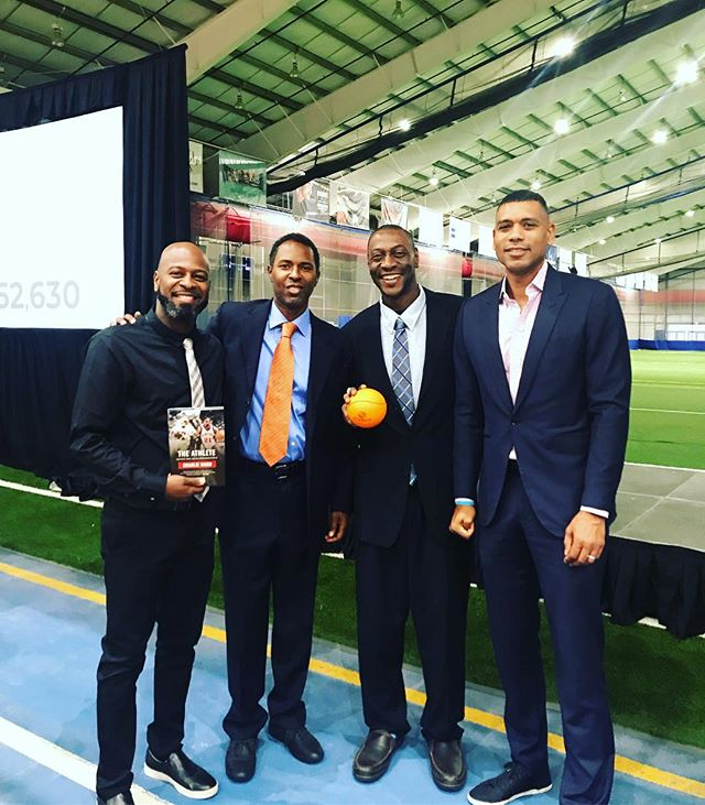Boys & Girls Club Breakfast Fundraiser with NBA New York Knicks Legends and Community Leaders. @allan_houston @charliewardofficial @da_god_woodz @thachozen1 . . .  #YoungAthletes4change #communityleaders #dreambig #changetheconversation #communityactivist #voiceofthecommunity