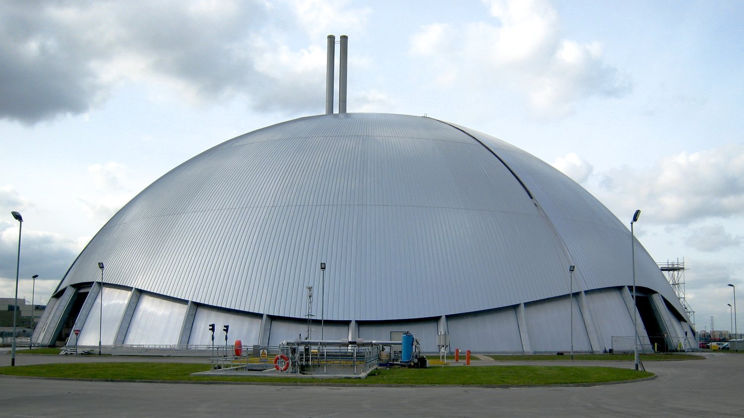 Free-style 110m diameter Marchwood dome overlooks Southampton Water, in the UK
