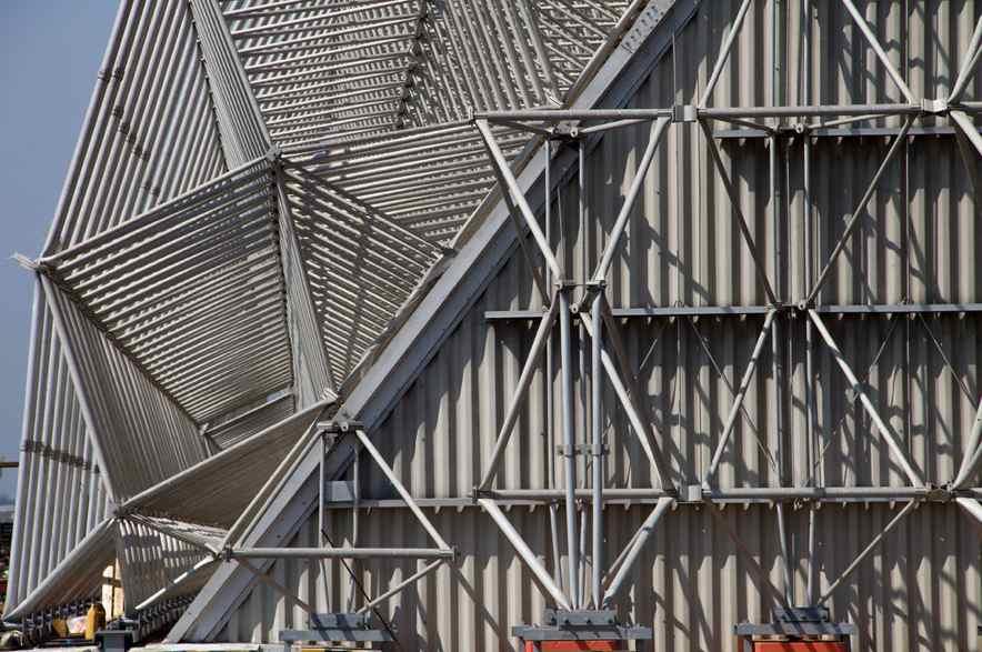 El revestimiento interior protege a la estructura de los materiales corrosivos almacenados, complementado por el diseño a prueba de filtraciones y con sistemas de ventilación.