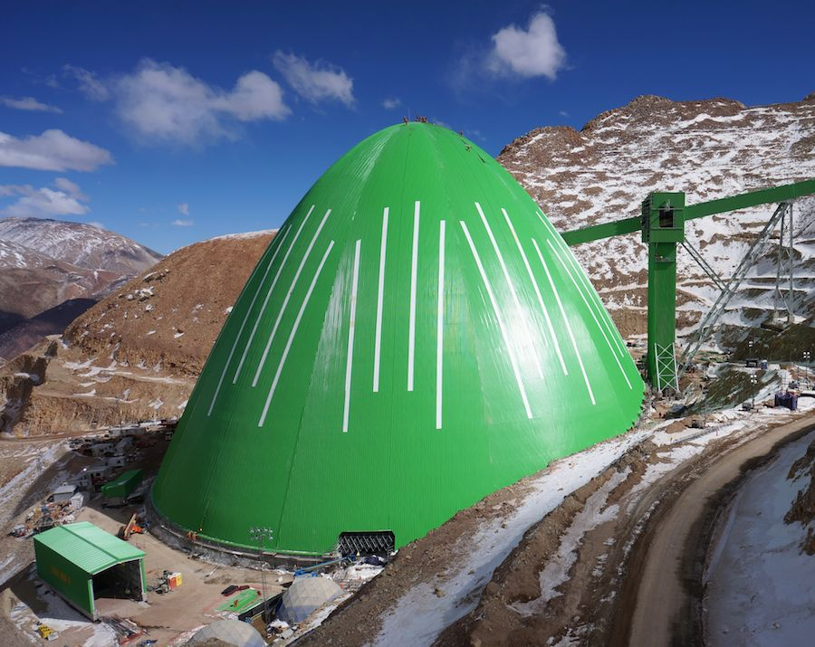 Domo Caserones. Estructura de 145m de ancho x 94m de altura, a 4000m sobre el nivel del mar, en los Andes Chilenos.