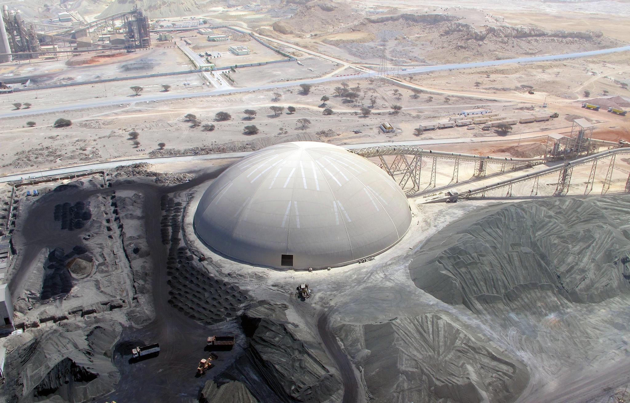 Un inmenso domo circular cubre un anillo de reservas en Star Cement.