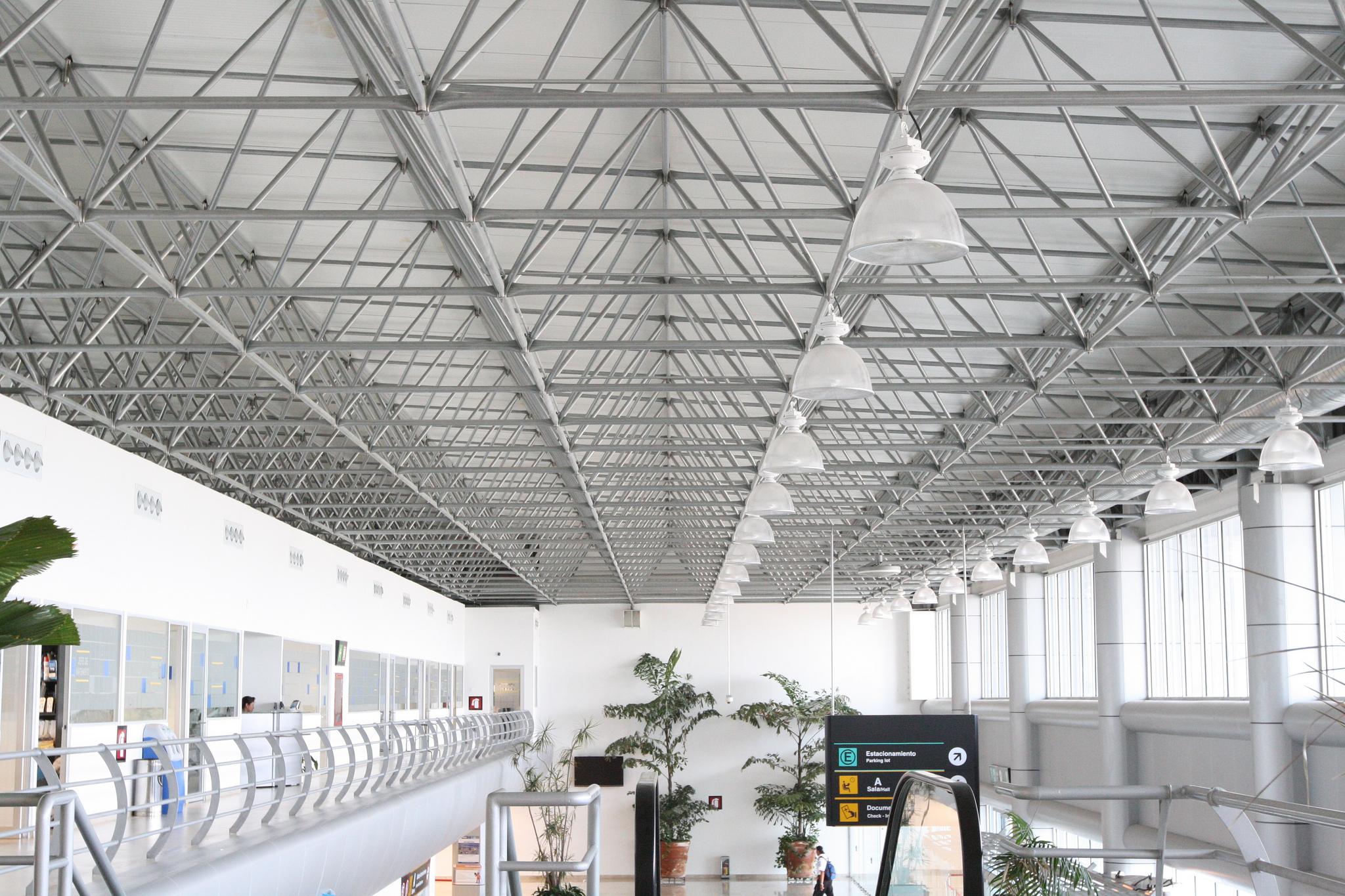 The Cuernavaca Airport exemplifies spaceframe design that helps airport travelers reach their destinations.