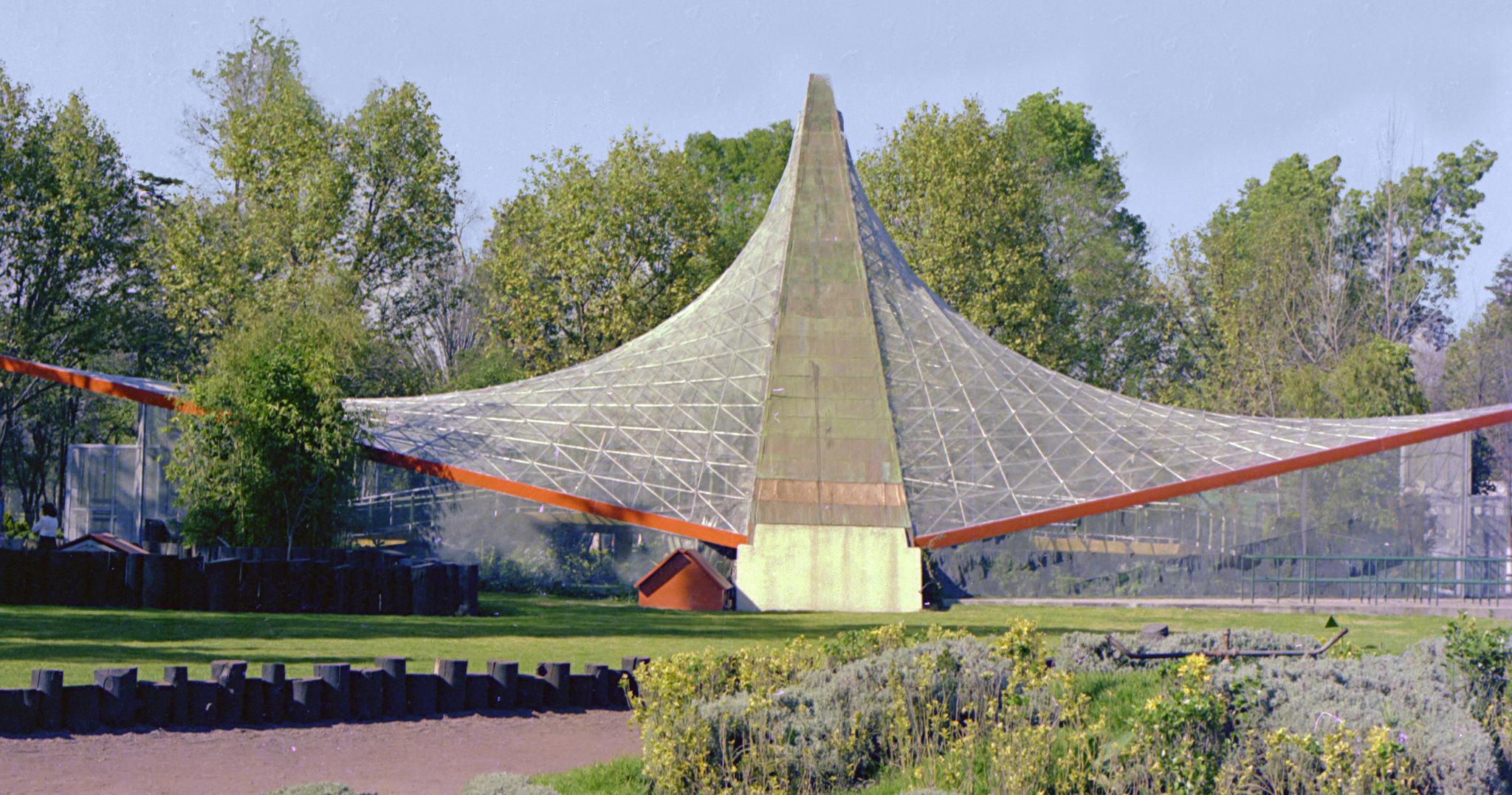 Hyperbolic Paraboloid Aviary