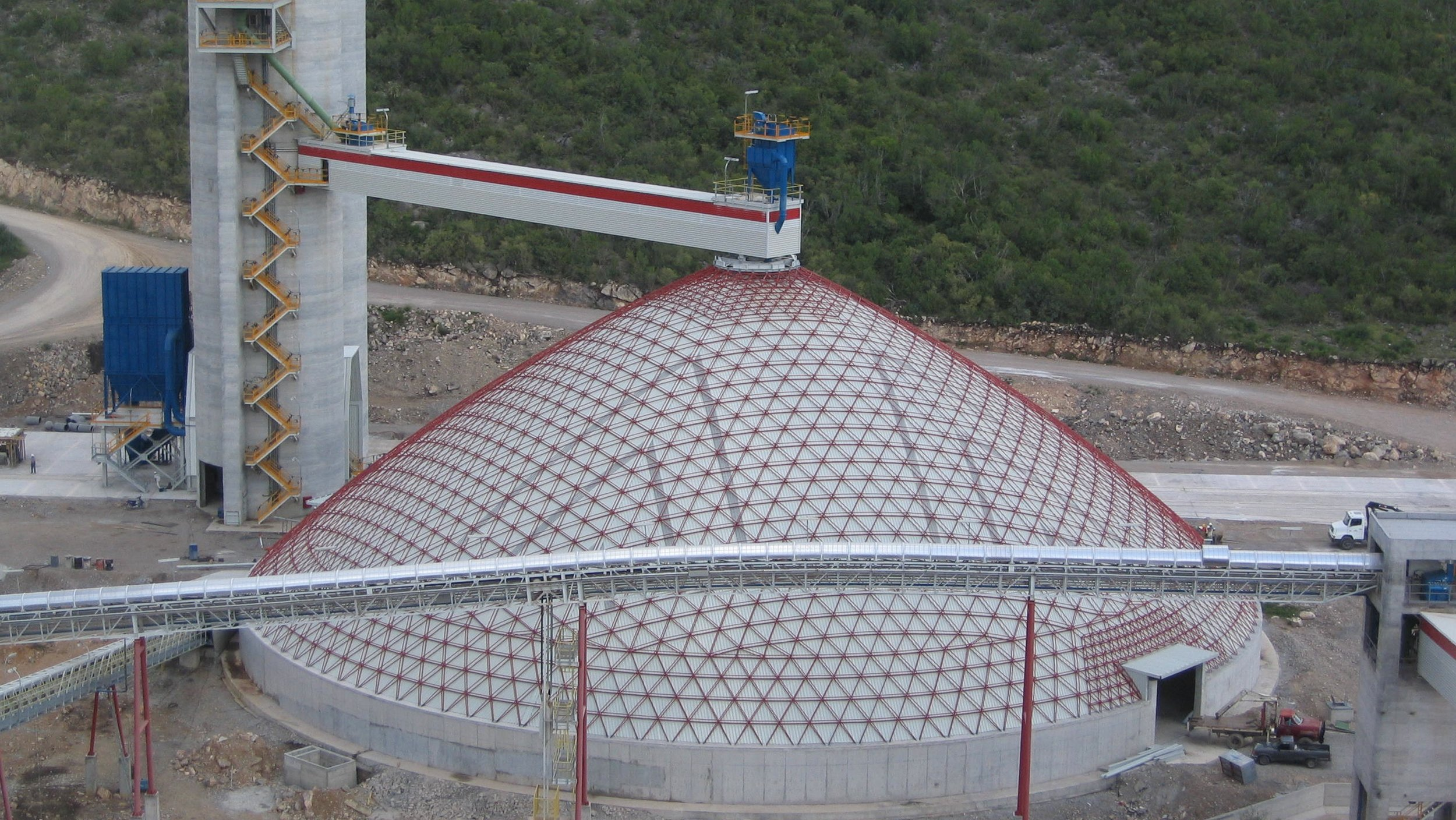 Conical storage with interior cladding spanning 70m.