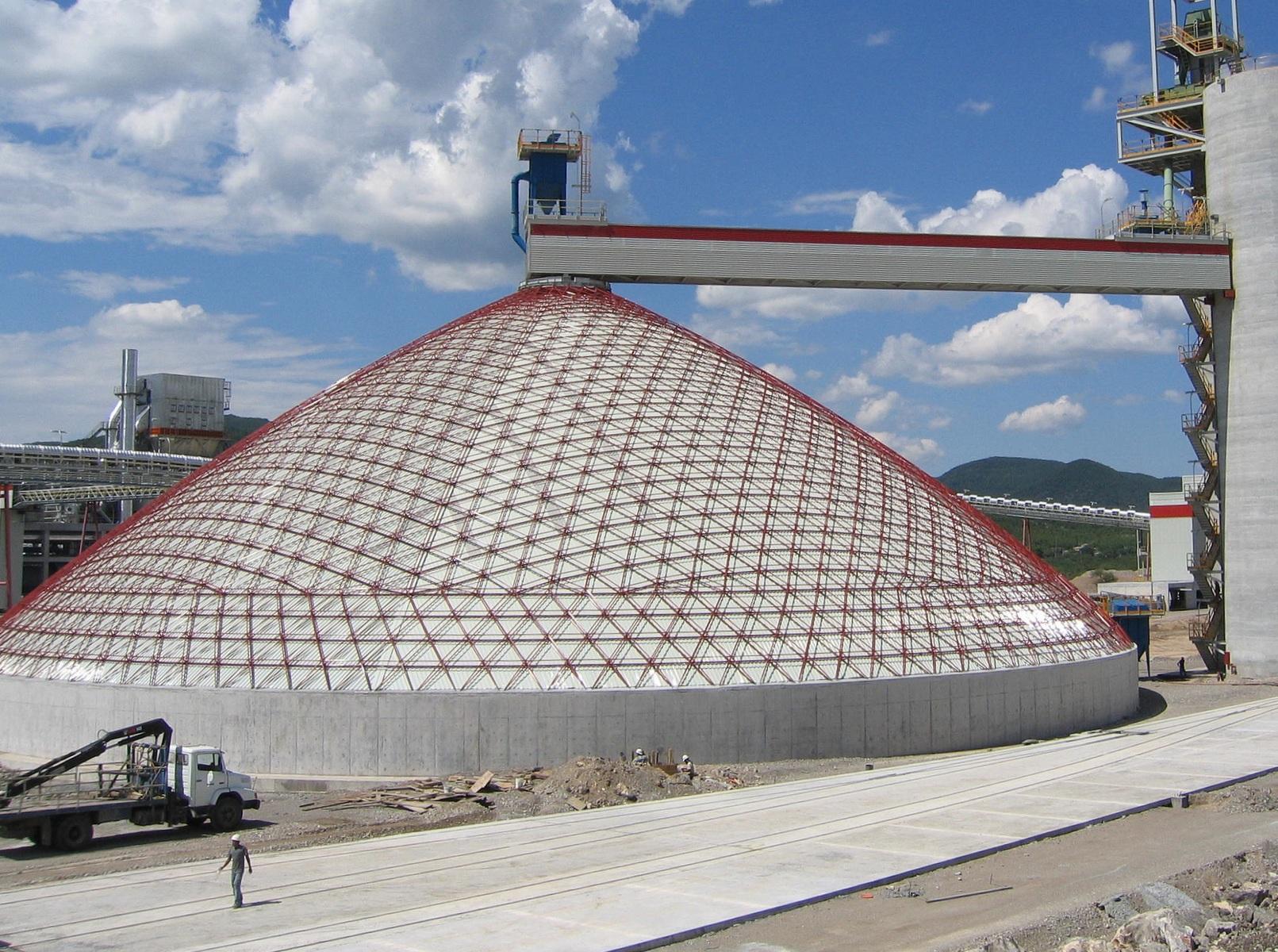 Pila cónica cubierta por estructura de 70m, con revestimiento interior, en Cerritos, México.