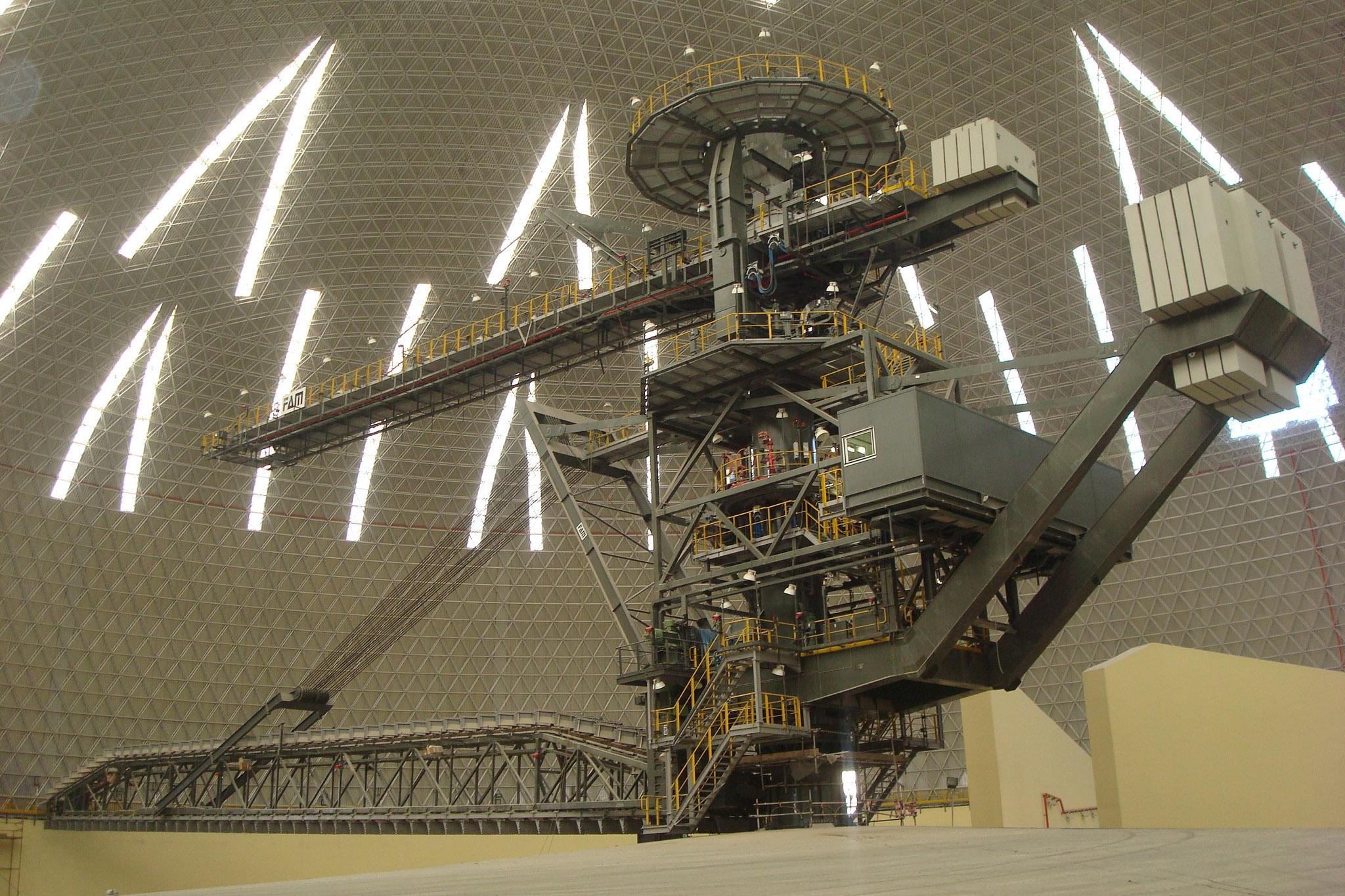 Domo de 135m para almacenamiento de azufre en Abu Dhabi.