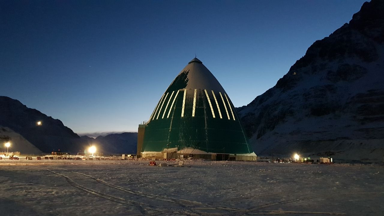 Codelco's Andina underground mine in Chile protects its entrance from massive snow with a Geometrica Freedome.