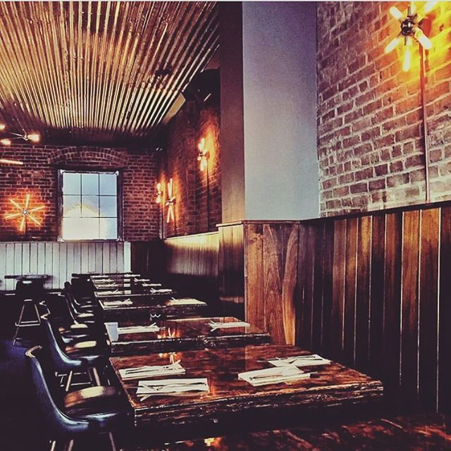 We're more than just incredible pizza... We've got style too 😎 . . . . #style #design #interiordesign #beautifulinteriors #ig #instastyle #instagood #instafood #instayummy #omnomnom #heresmyfood #italianfood #pizza #nycpizza #nycfood #nycrestaurant #nycfood #nyc #bsquared
