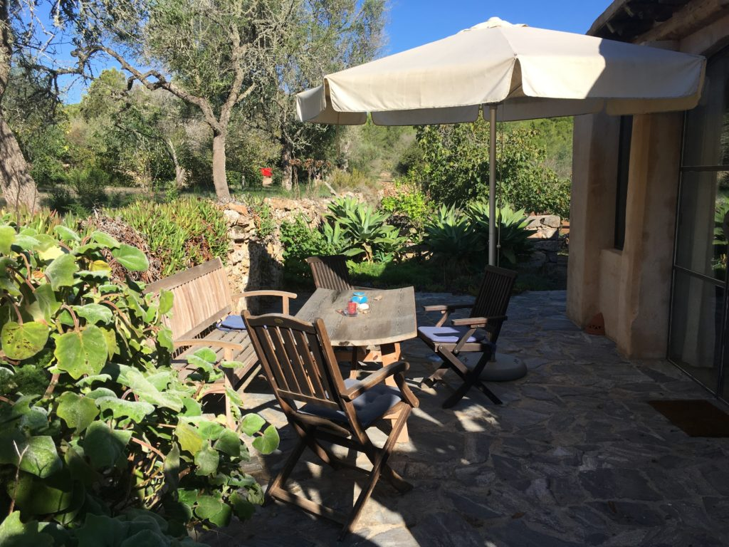 Saskia_Schreiber_Retreat_Ibiza_Atelier-mit-Terrasse-1024x768.jpg