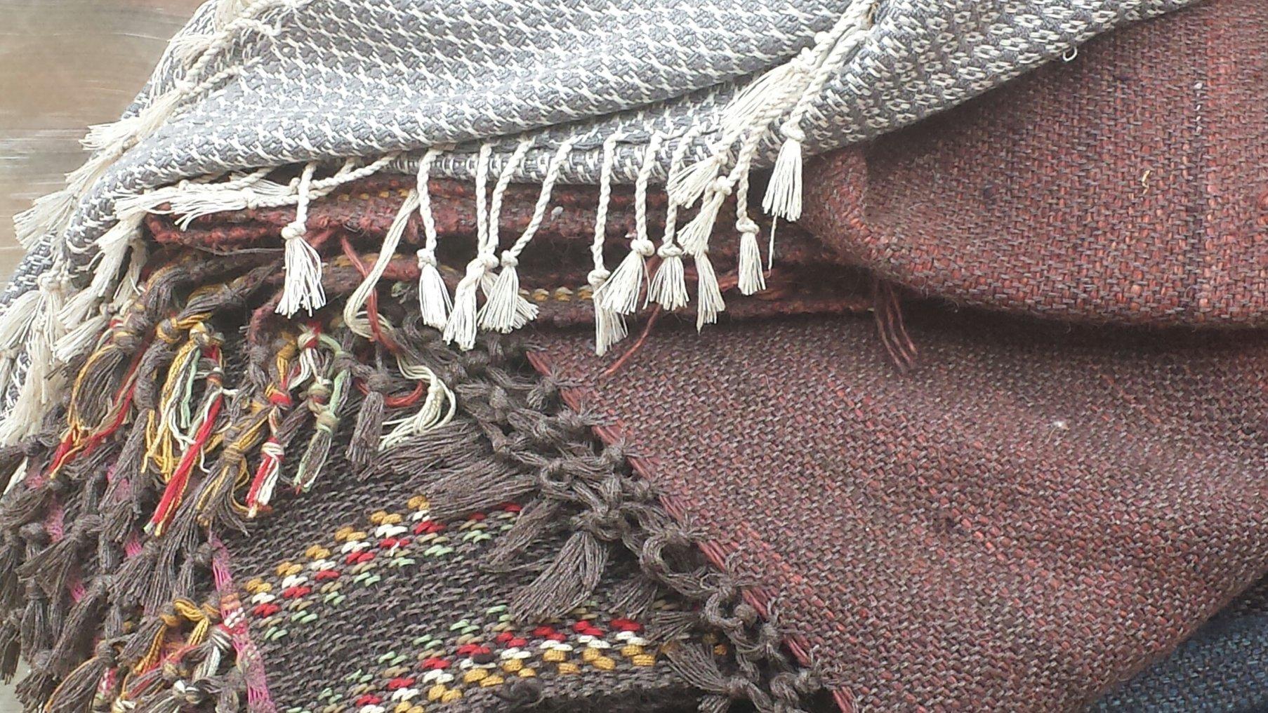 Weaving women4.jpg