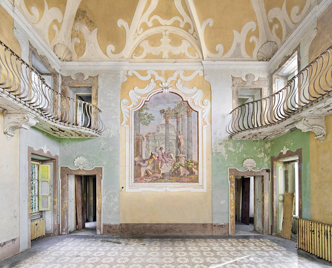 Abandoned Villa, Toscana, Italy, 2012