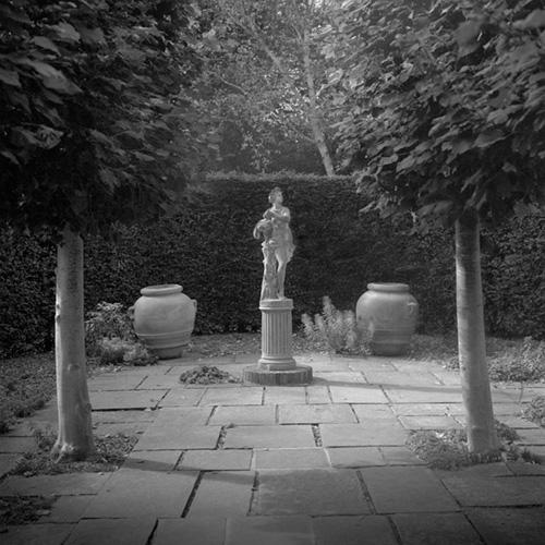 Statue, Sissinghurst Castle.jpg