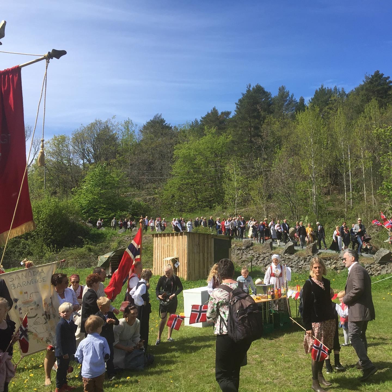 Samling på Midtgaards jorde. Foto: Ingeborg Marcussen Hûbertz.
