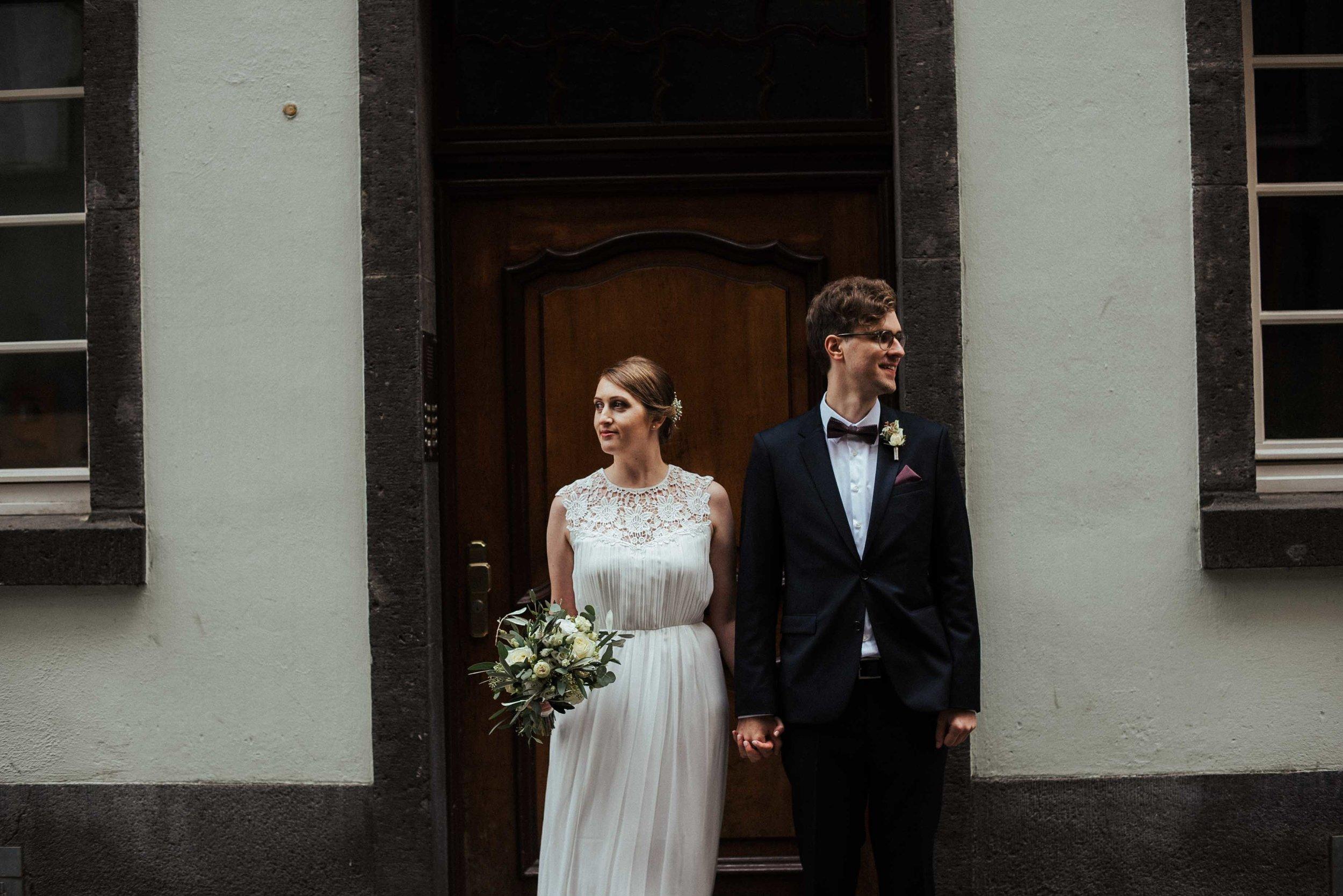 Standesamt Köln Altstadt Hochzeitsfotograf_ Oh Lucy Wedding Photography-15.jpg