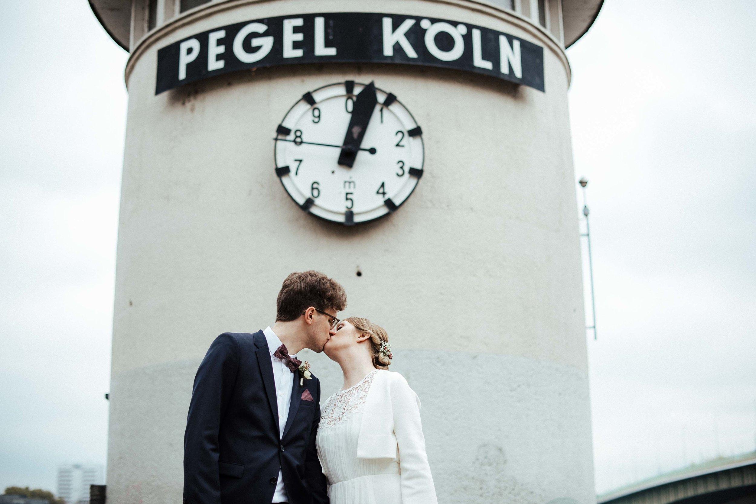 Standesamt Köln Altstadt Hochzeitsfotograf_ Oh Lucy Wedding Photography-28.jpg