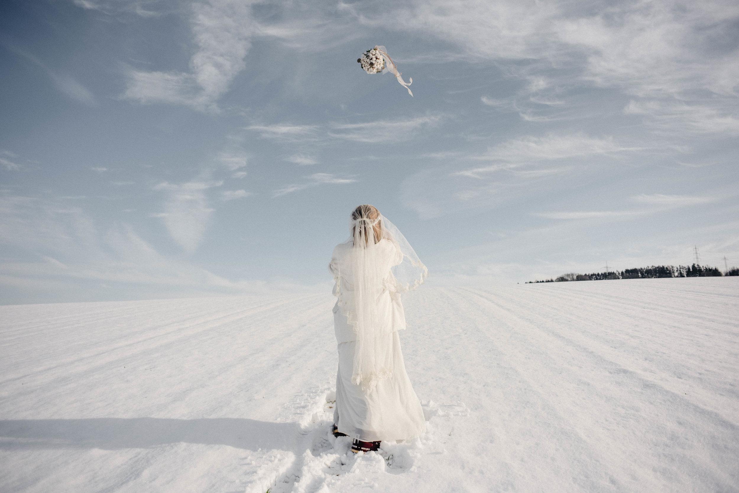 Snow Bride Winterhochzeit Schnne Braut-2465.jpg