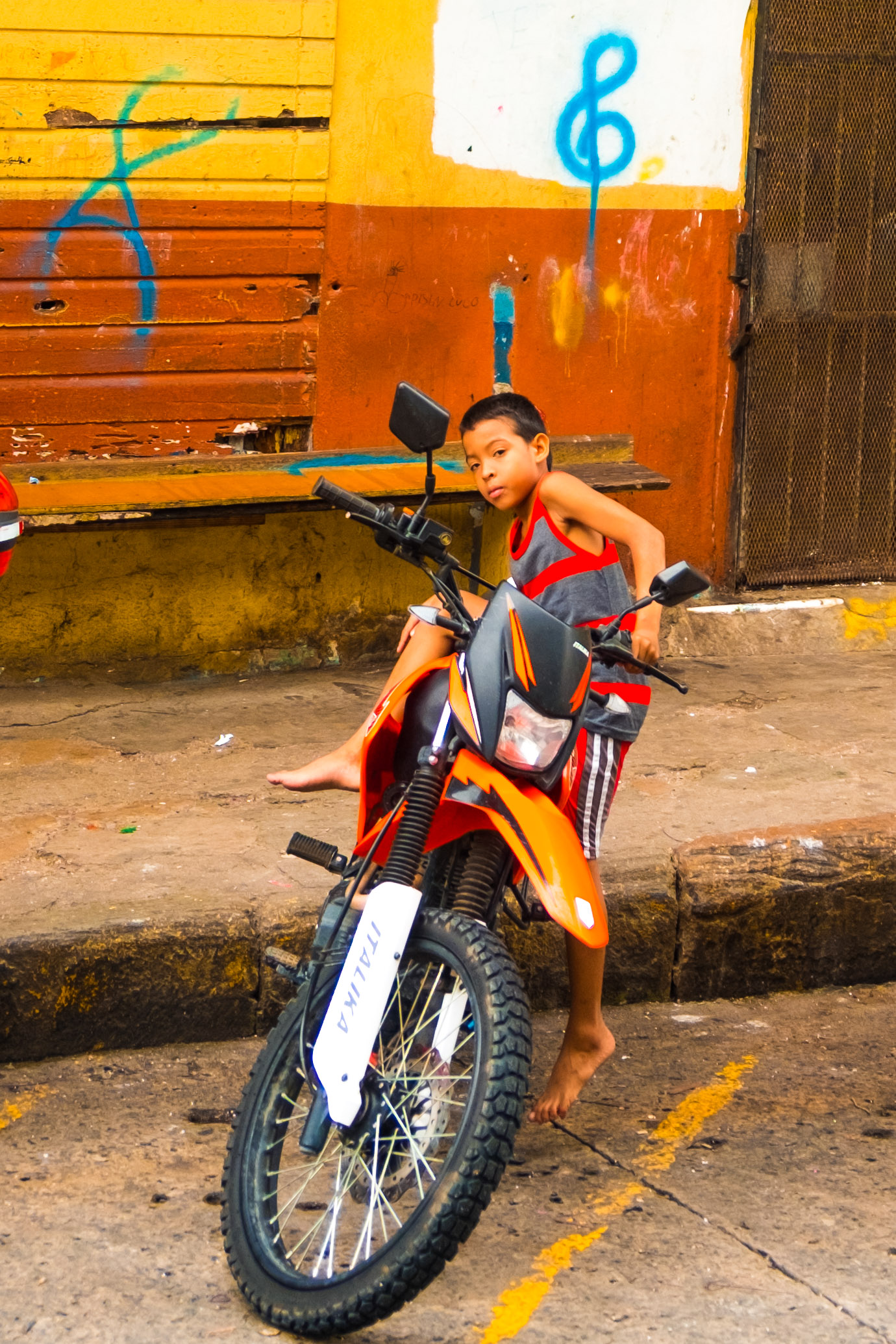 Lil' gangsta on the edge of Casco Viejo