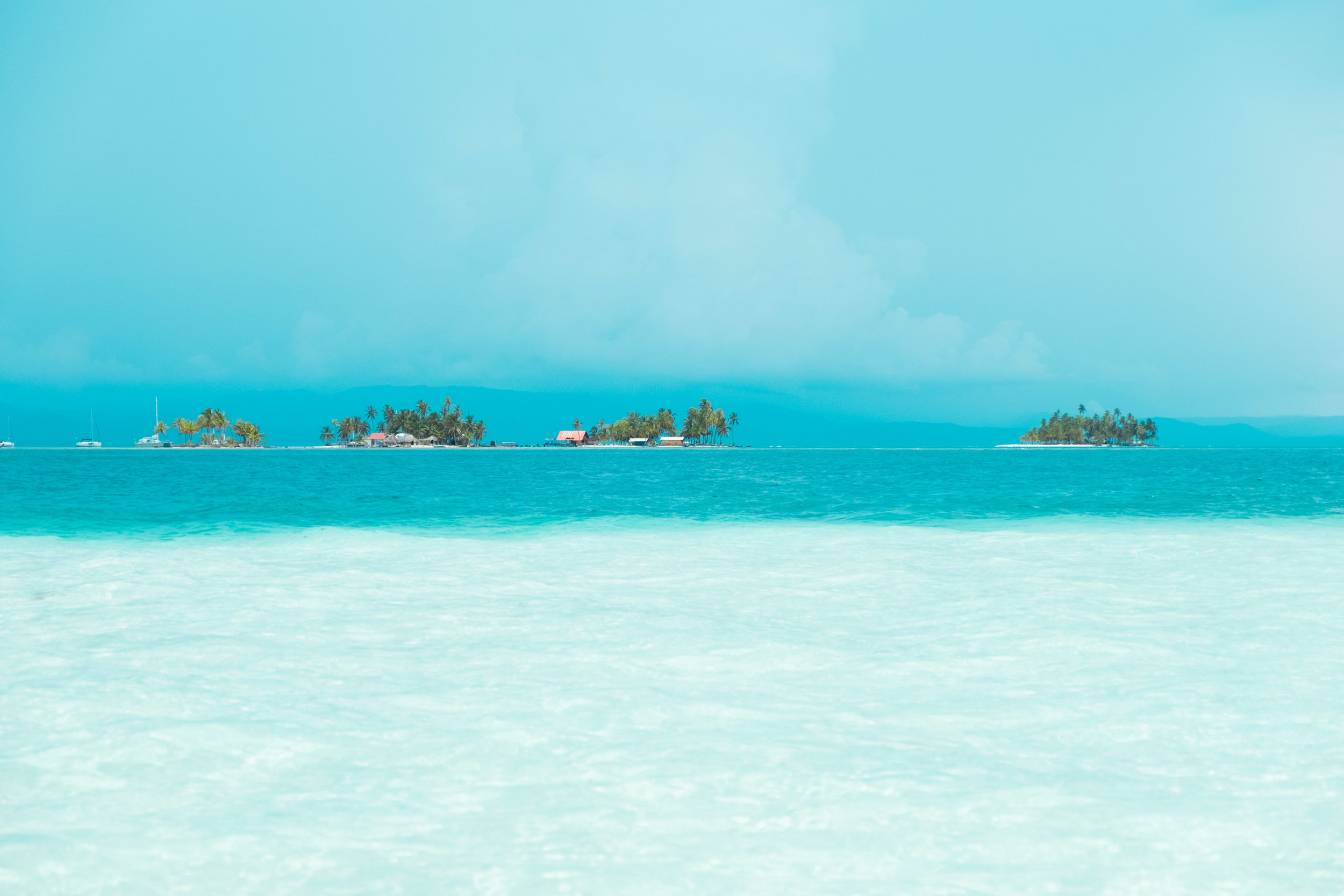 Natural pool in the middle of San Blas islands