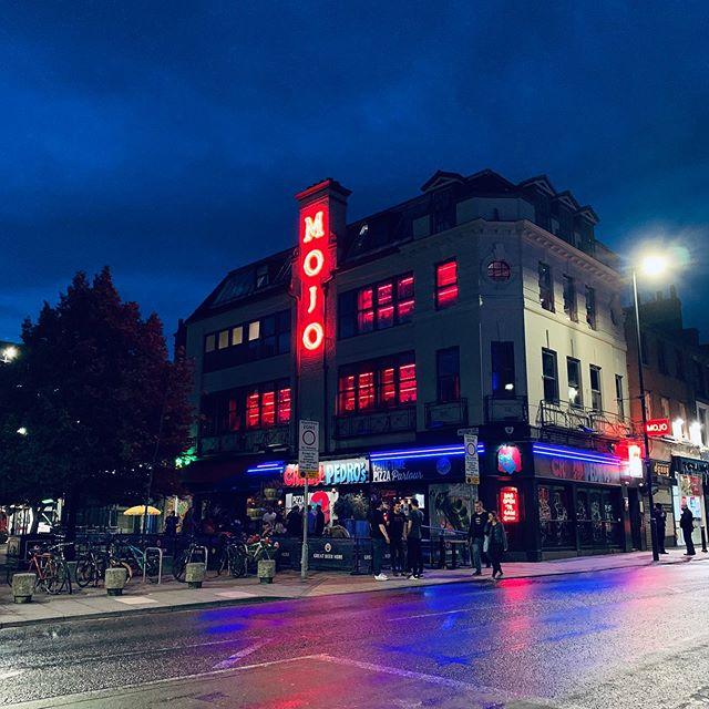 Manchester nights 🌃 💫 🚌  #instamanchester #manc #igersmanchester