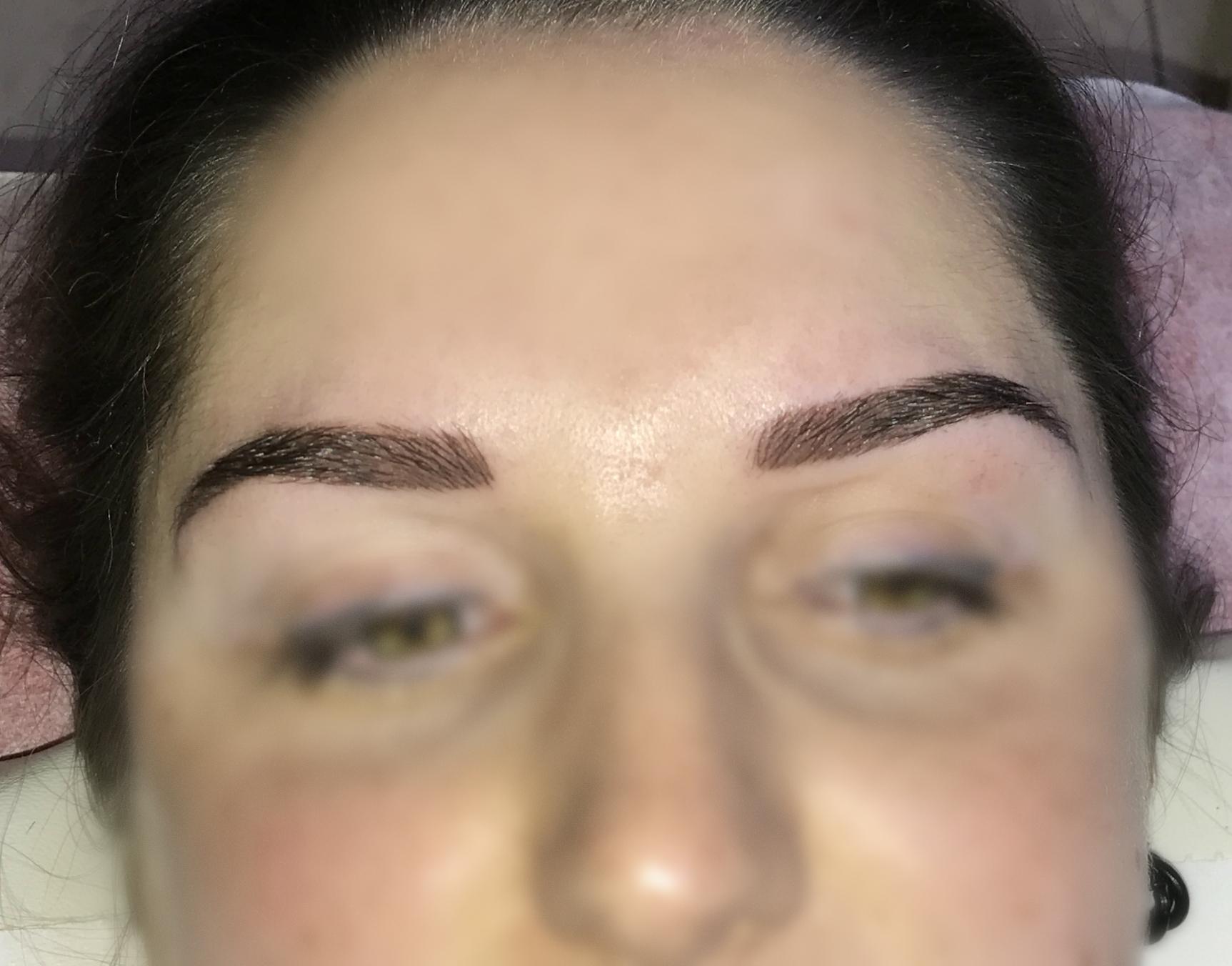5. - Meteen na de behandeling ziet de aangebrachte permanente makeup er wat donker uit. Dit isvolkomen normaal en komt omdat jouw huid een beetje