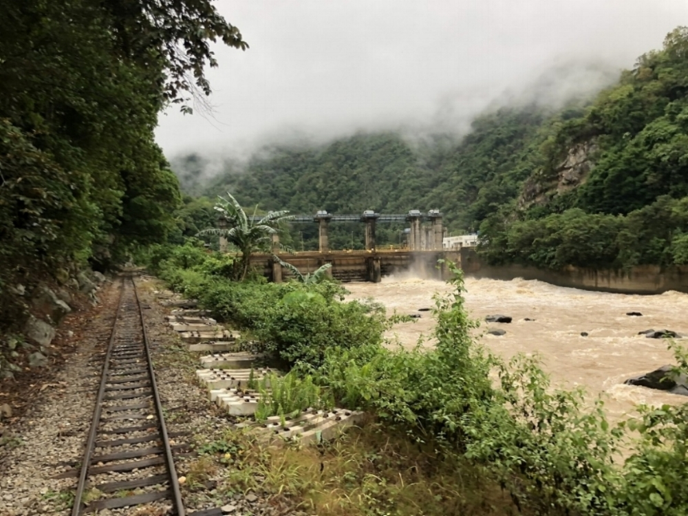 Pangi Dam: looking upstream from the rear of the train