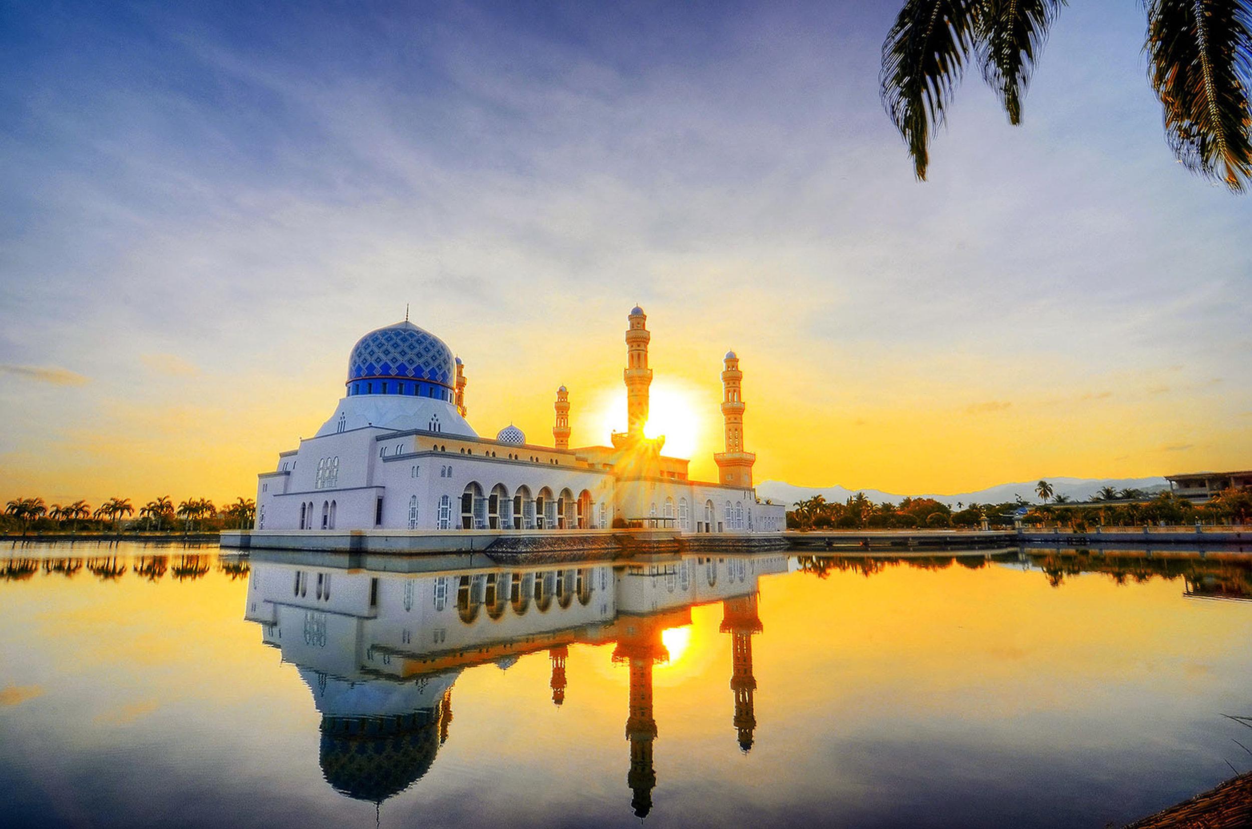 The impressive Likas Floating Mosque