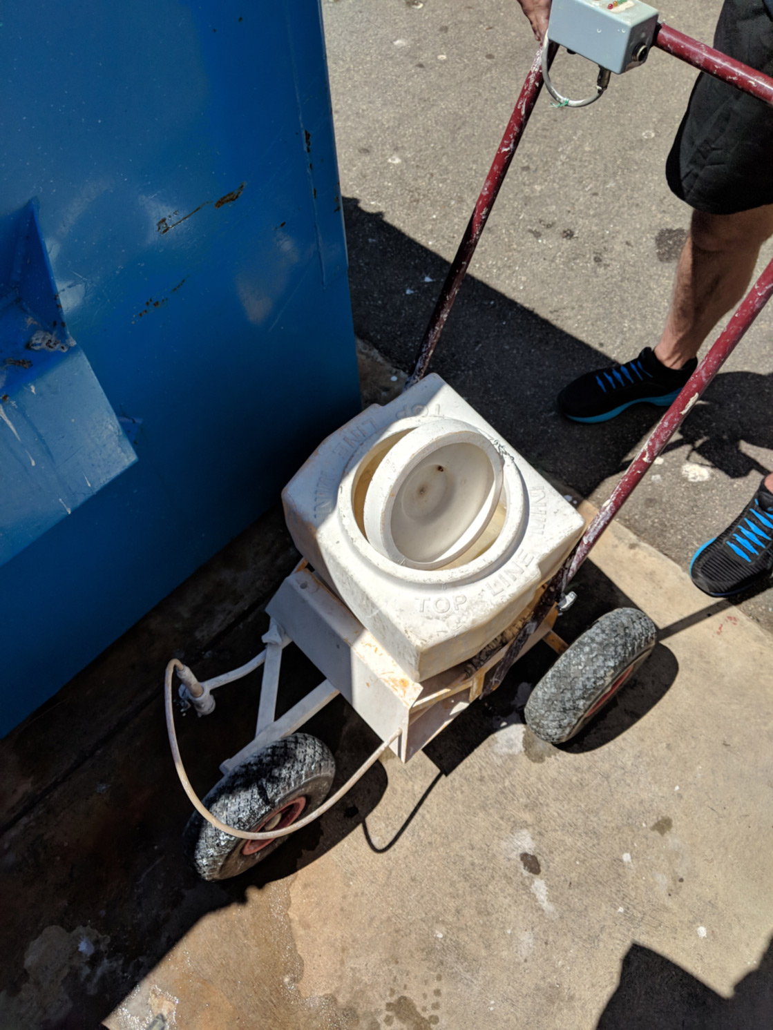 Broken line marking machine to repair
