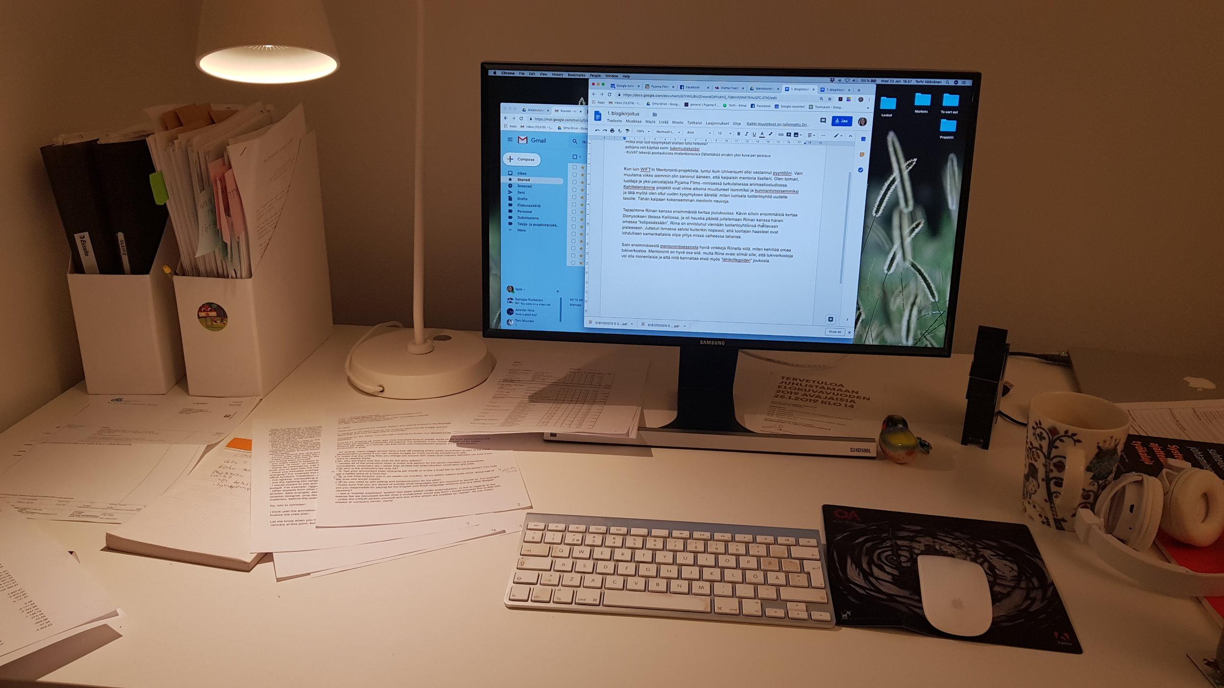Tuottajan työpöytä. kuva: Terhi Väänänen