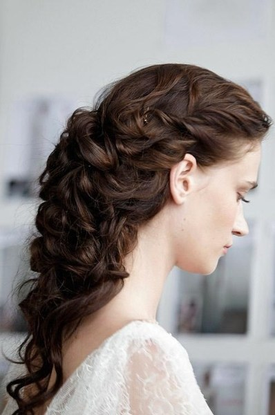 curly-vintage-hair-style-for-prom-long-hair.jpg