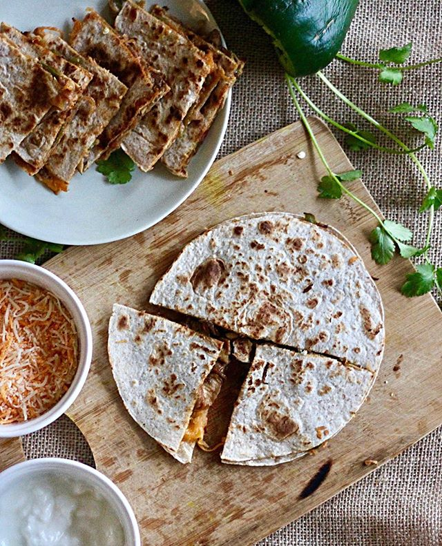 15 Minute Quesadillas - This is my favourite quesadilla recipe and it takes just 15 minutes! You may think it's impossible but the trick is in prepping while you are cooking. This is my go to meal when I'm craving something spicy and cheesy! I made a vegetarian version of this dish but you can definitely add in meat which might take a bit longer to cook. This recipe is pretty open ended on what vegetables or meat you want to use and also which sauces you mix in. Try it out and share your own take on this recipe! Recipe link in the bio . . . . . . . #cheesy#vegetarian#foodphoto#foodstyling#forkyeah#instafoodie#mexicanfood#quesadilla#indianfoodbloggers#yougottaeatthis#dinnerideas#realsimple#makeitdelicious#fusionfood#foodblogeats#ig_food#easydinner#quickmeals#foodblogging#vegetarianfoodshare#recipeideas#cheeselovers#recipedeveloper#bostonfoodblogger#vegetarianfoodporn#instafoodblogger#cooksofinstagram#adashofdesi @foodblogfeed@ndtv_food@thecookfeed@huffposttaste@foodcolorsart@buzzfeedfood@beautifulcuisines