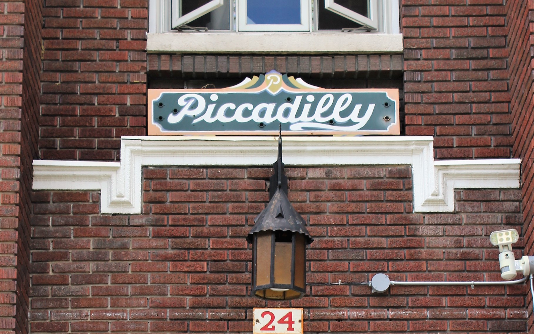 32 Piccadilly detail sign.jpg