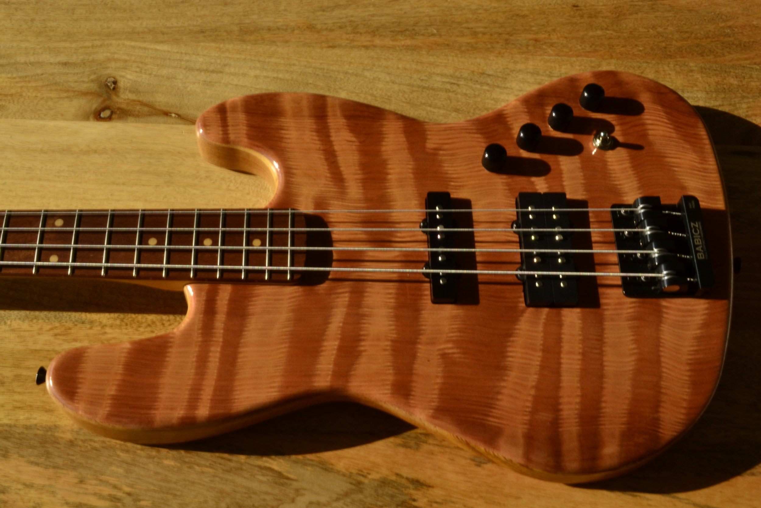 StoryWood Deluxe J Bass