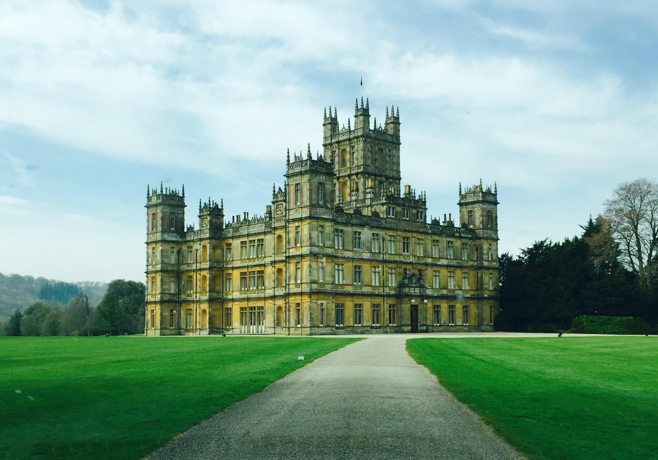 driving_up_to_highclere.jpg