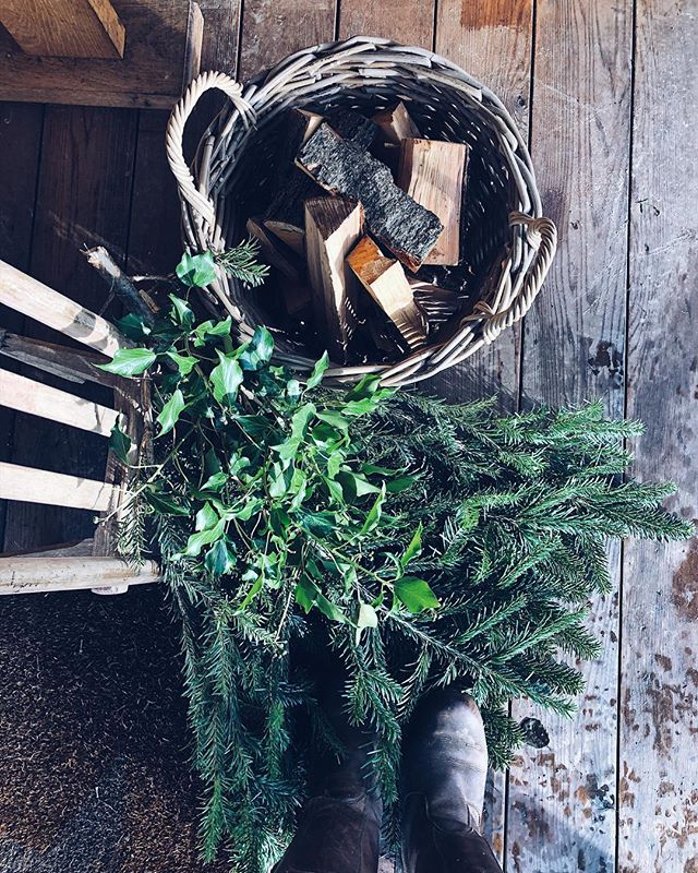 Plenty of logs, scented foliage and a roaring fire make for a cosy Christmas Eve today at the Fishing Hut 🎄