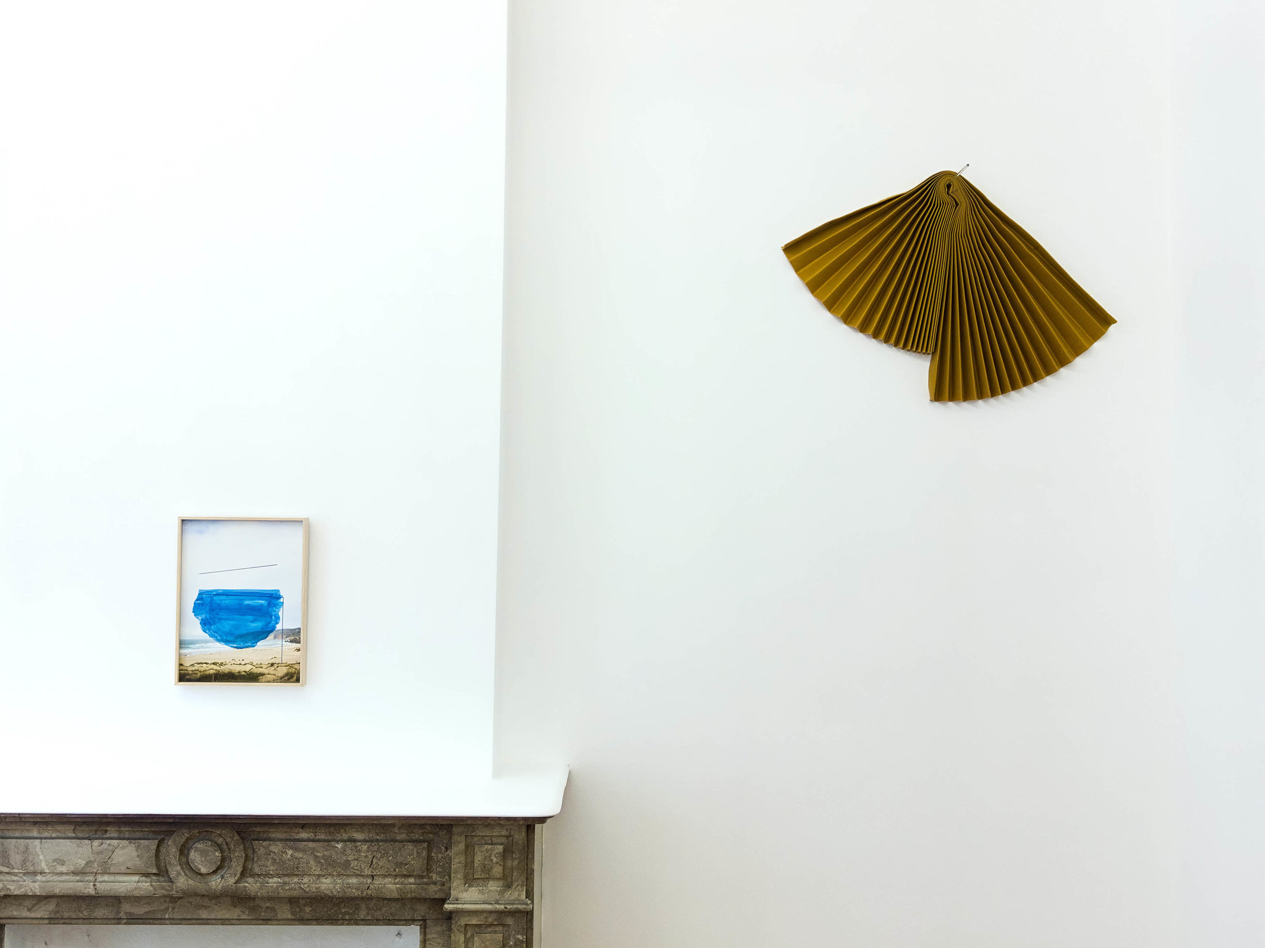 Alice Quaresma, Sea Colony, gouache and acrylic paint over photographic print (2018) and Mano Penalva, Acorde, textile and glass cane (2019)