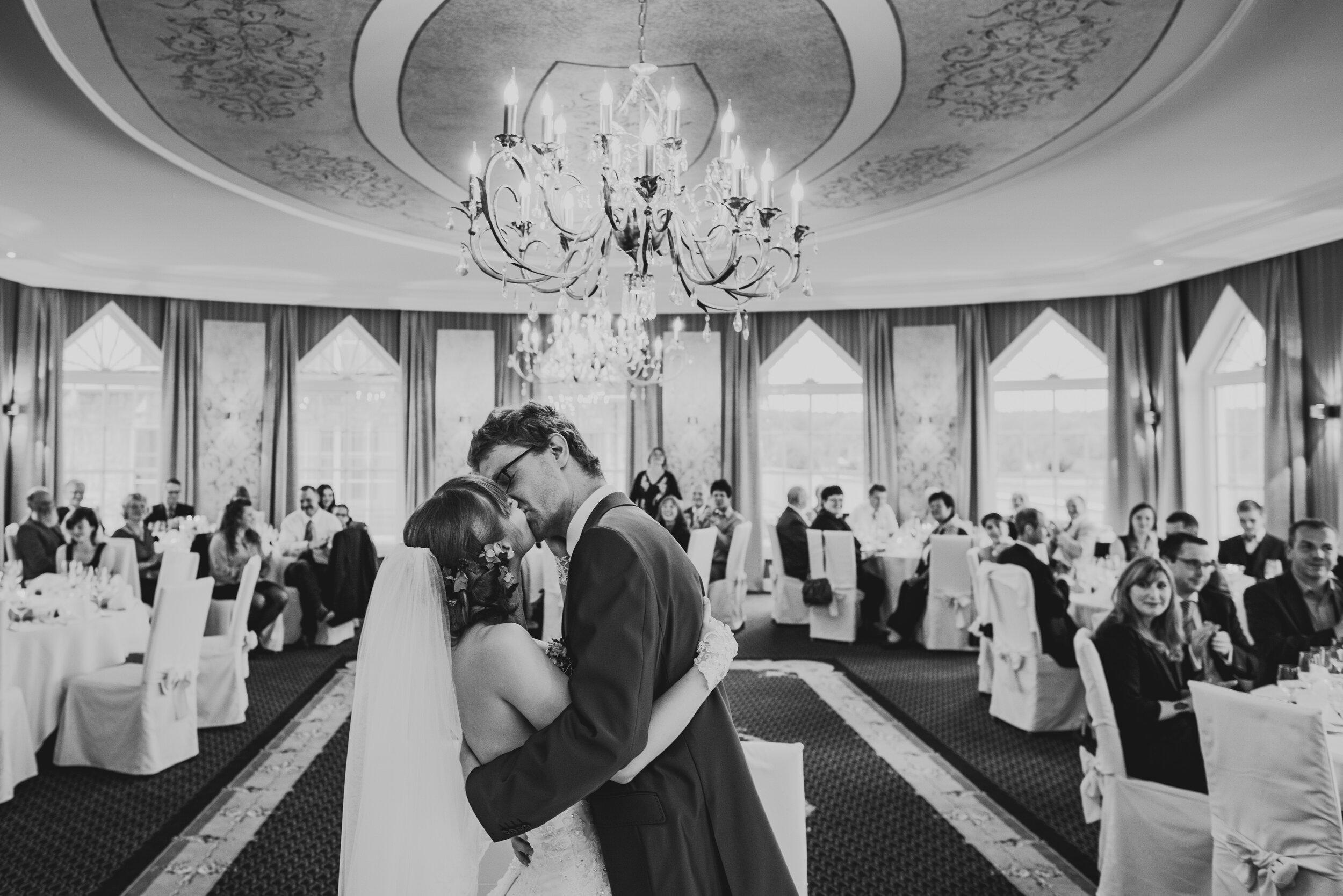 """Sarah + Ingo - """"Hallo Ron, wir danken dir fuer die viele genialen Fotos. Sie fangen die Stimmung unserer Hochzeitsfeier wunderbar ein. Auch wenn unsere Erinnerungen verblassen, diese Bilder bleiben. Sie sind stille Zeugen unserer schoensten Momente. Die ideenreiche Fotosession mit den schoenen Motiven und wundervollen Momenten hat dazu beigetragen, diesen Abend zu einem fuer uns unvergesslichen Erlebnis zu machen. Wir danken dir fuer deine grossartige und professionelle Arbeit. Viele Gruesse, Sarah und Ingo."""""""