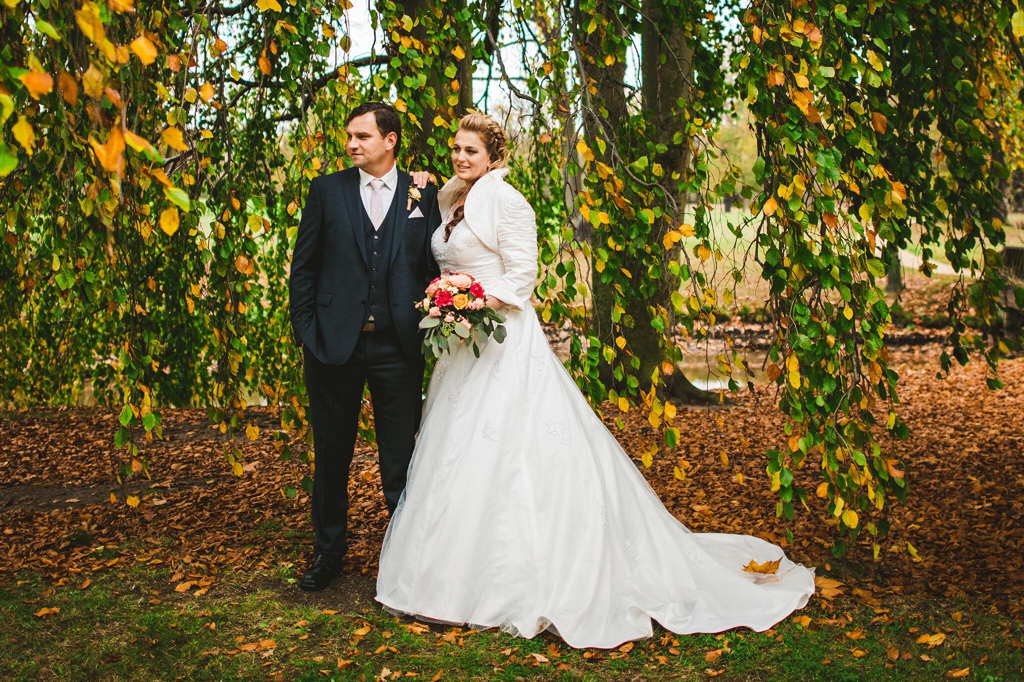 """Diana + Martin - """"Ron hat unsere Hochzeit Ende Oktober 2017 begleitet und diesen aufregenden Tag für uns für immer festgehalten...Wir haben uns sehr wohl gefühlt und es ist immer wieder eine riesen Freude in den Bildern zu blättern....tausend Dank für diese wunderbare Arbeit."""""""