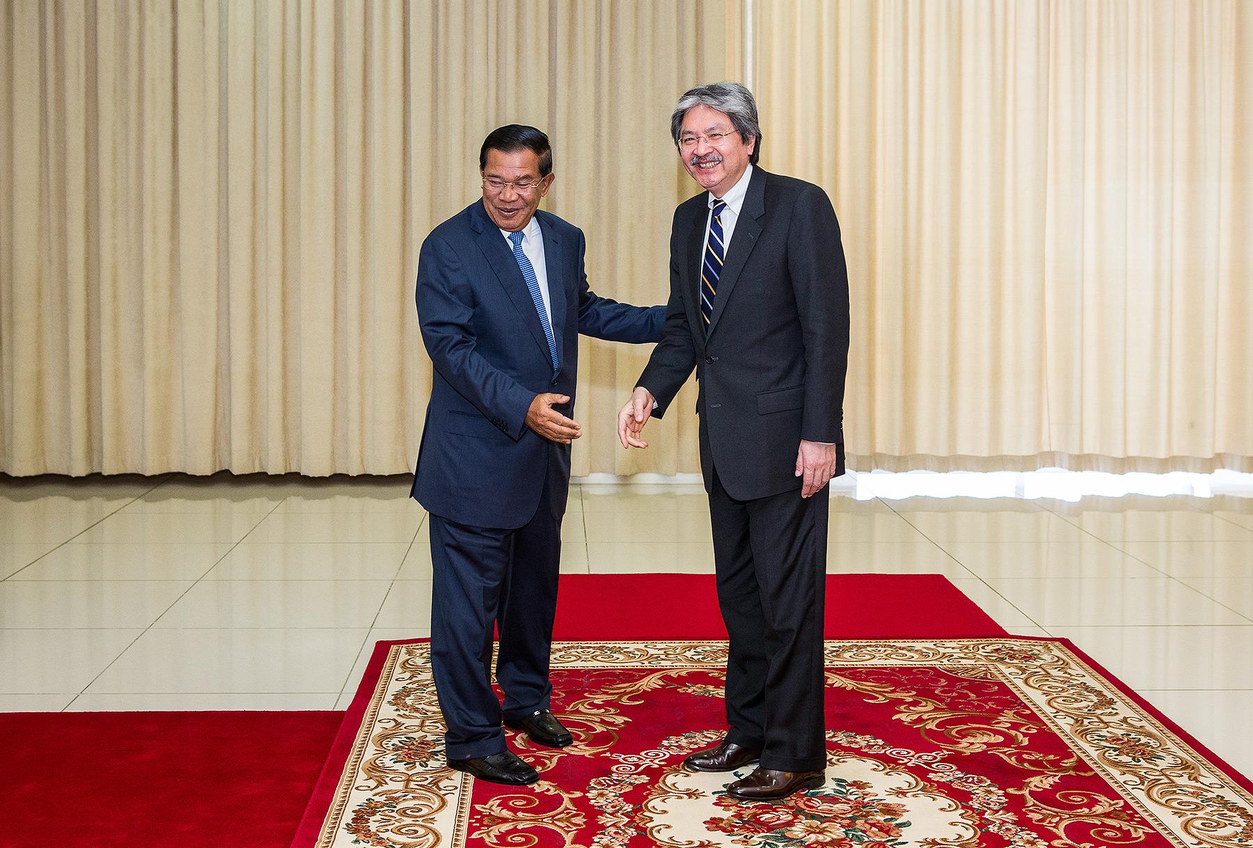 Prime Minister Hun Sen and Hong Kong Minister of Finance, Peace Palace Phnom Penh