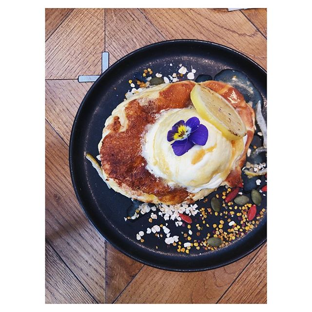 { Tokyo | Eat, Drink } MEtoA cafe and kitchen, connected to art gallery inside a new department store. Serving artisan coffee, creative mocktails, healthy salads, and our favourite - most beautiful & fluffy pancake
