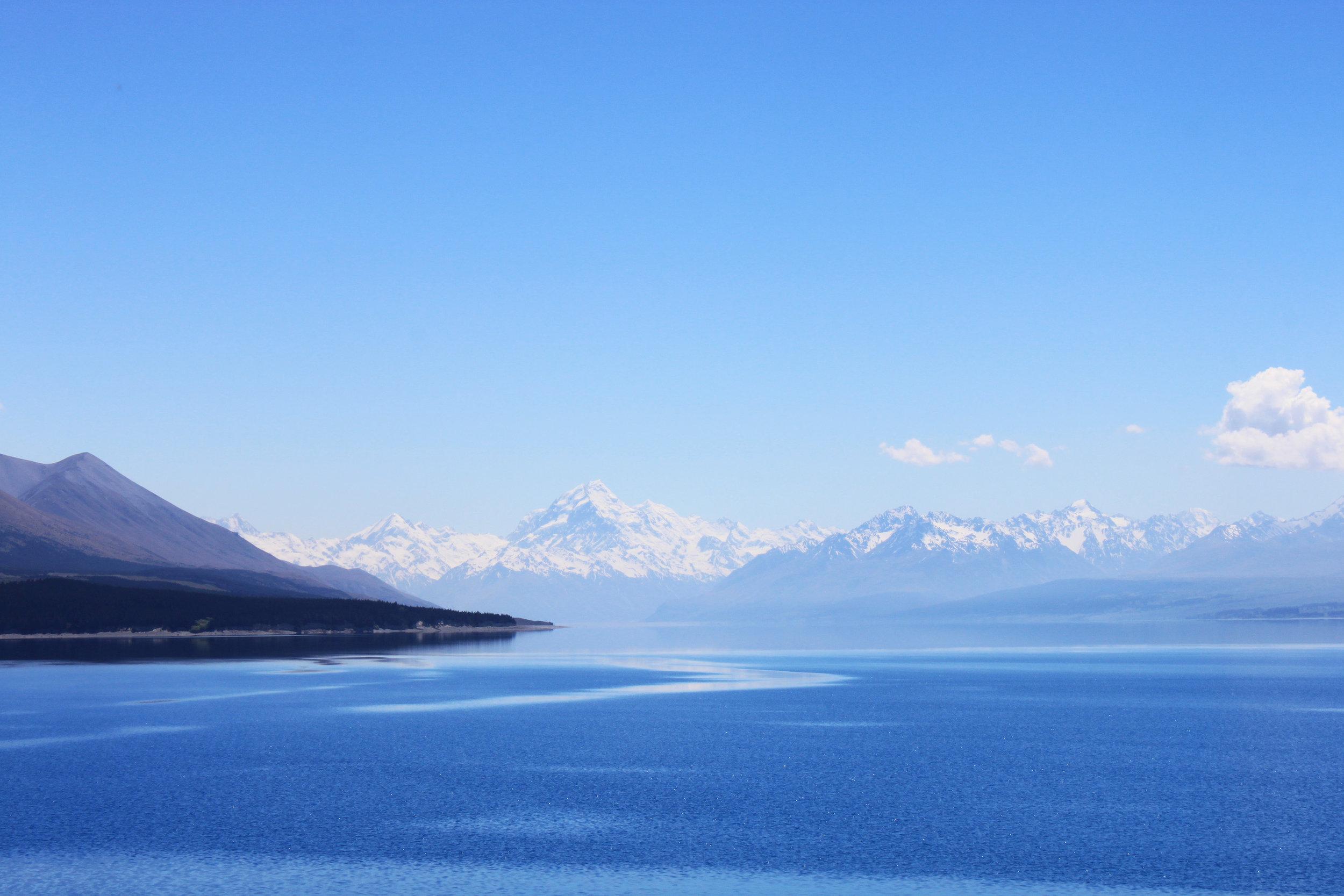 View over Lake Pukaki to Mt Cook