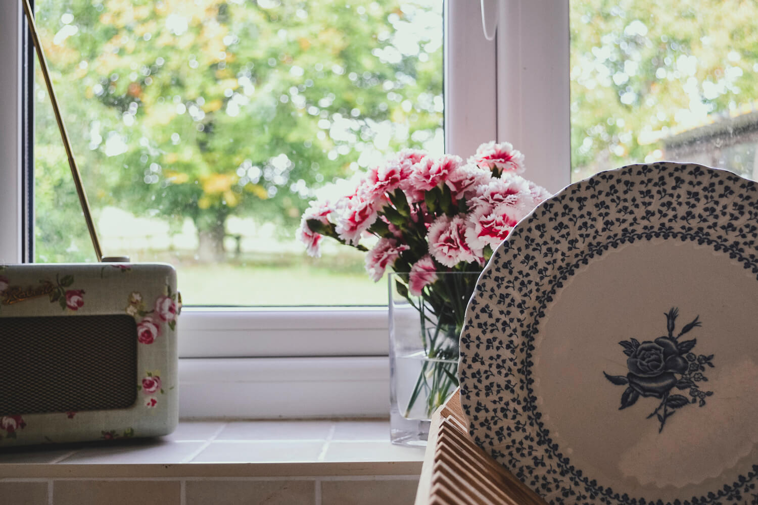 Roses and vintage china in a country kitchen - time management hacks