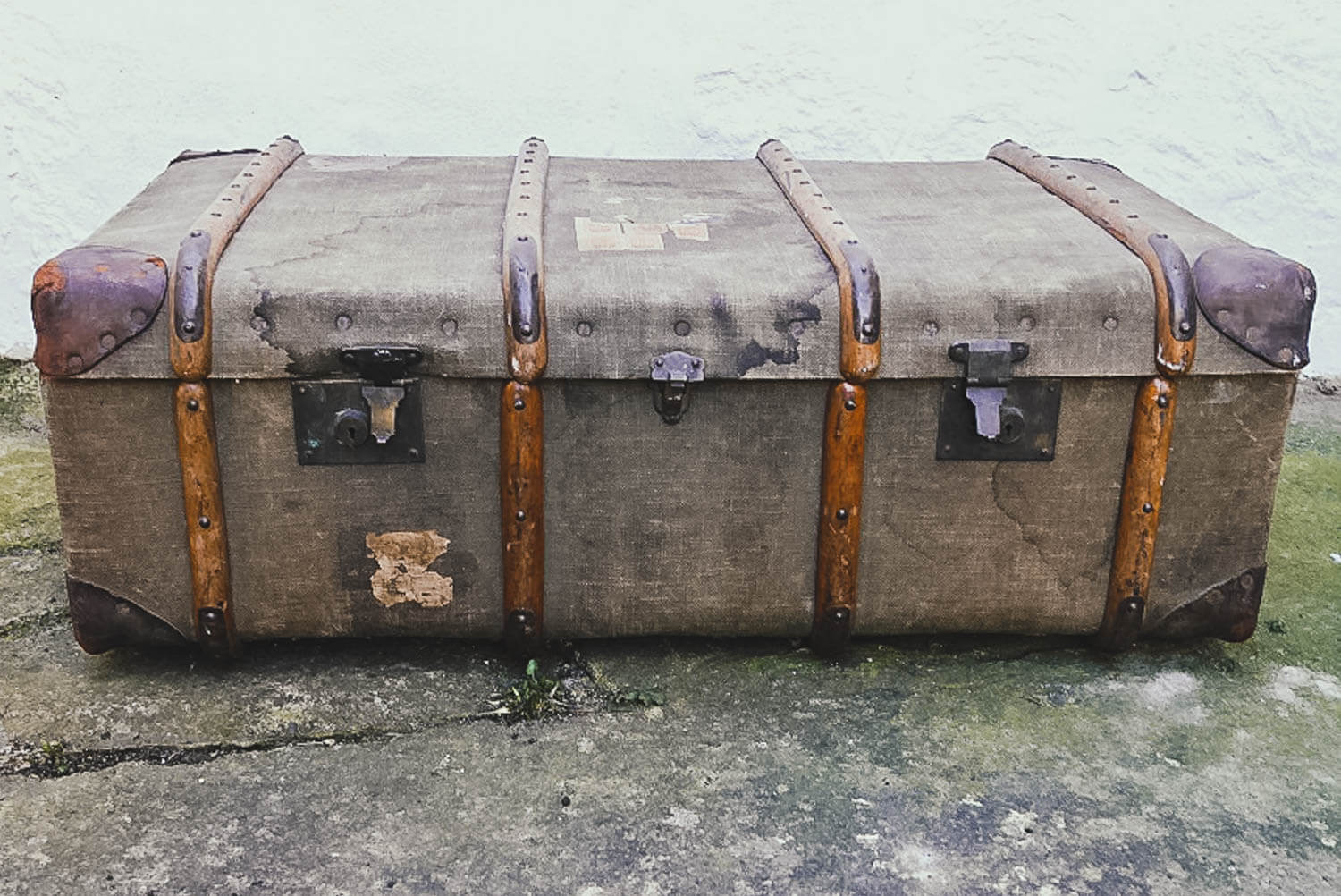 Vintage, weathered trunk with wooden bands - Upcycled Trunk Coffee Table DIY